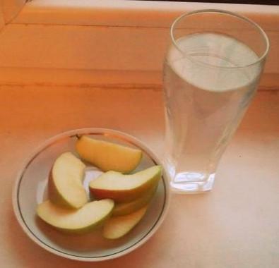 День на яблоках и воде