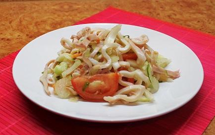 диетический салат из кальмаров