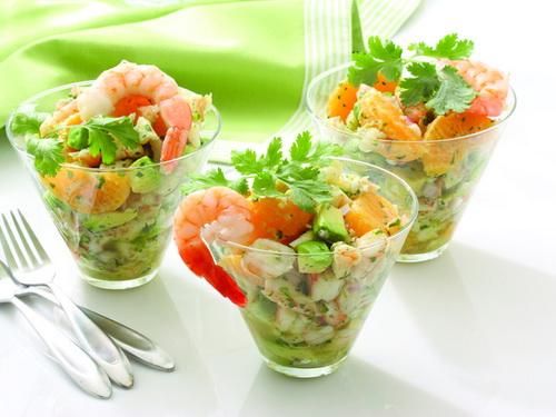 диетический салат с креветками и фруктами