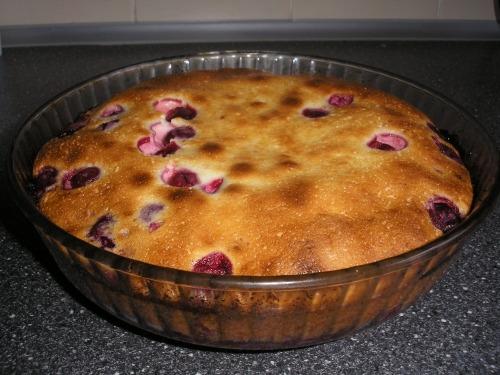 Диетический пирог с вишней