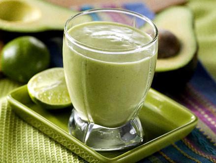 Молочный коктейль с творогом и зеленью